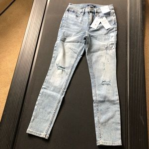 NWT CALVIN KLEIN High Rise Distressed Skinny sz26